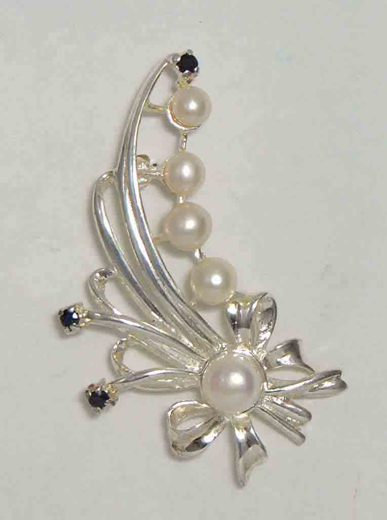 Fresh water pearl with sapphires set in sterling silver