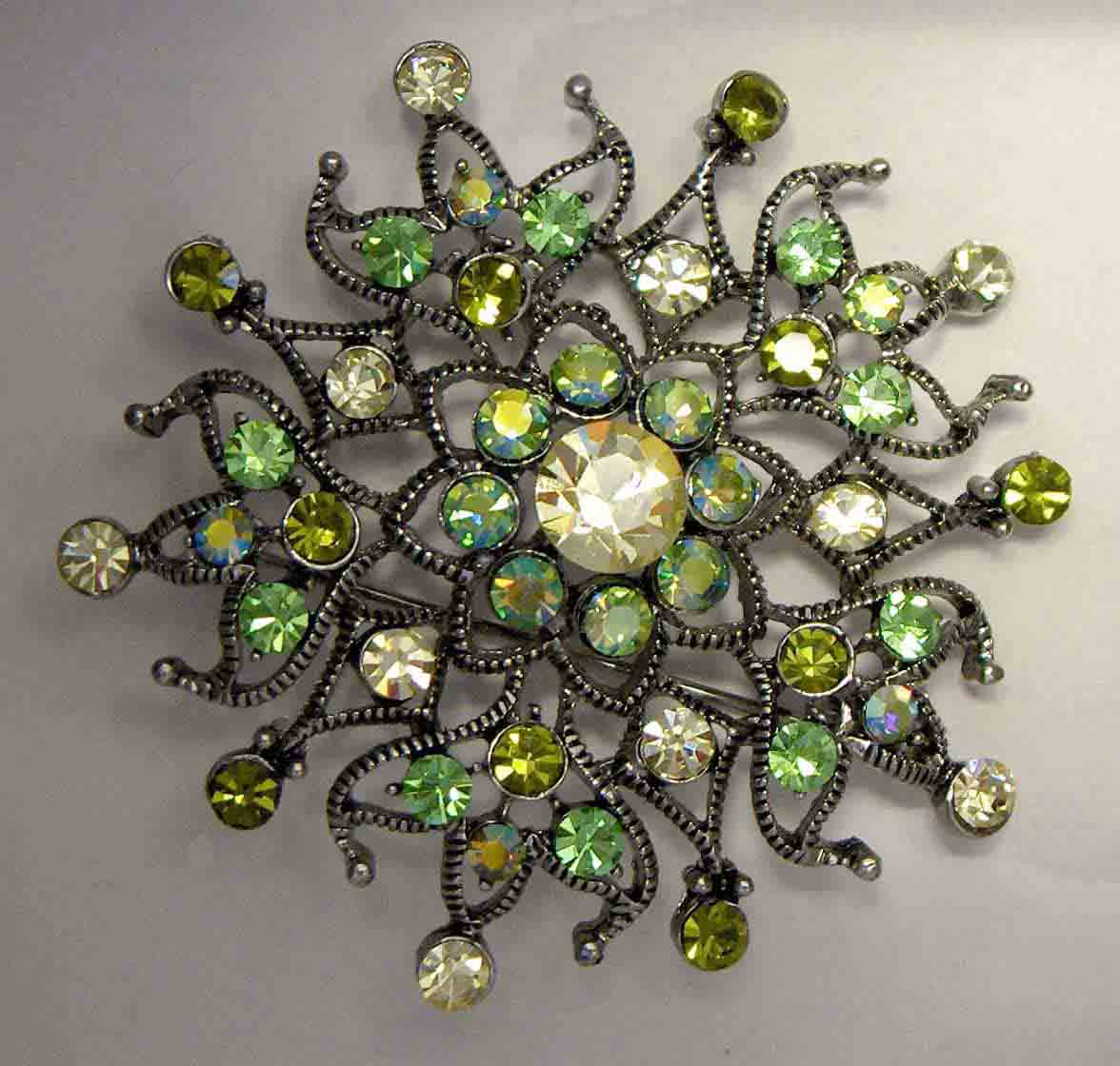 Multi green spider crystal pin